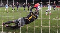 Tiết lộ: Ter Stegen đẩy penalty của Aguero nhờ được Mascherano 'nhắc bài'