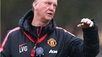 Man United: Van Gaal tập làm... trọng tài, nhắc nhở cầu thủ tránh thẻ đỏ ở trận gặp Liverpool