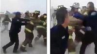 Lính cứu hỏa 'tẩn' nhau vì tranh... dập lửa