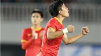 Quá tiếc cho Mạnh Hùng: 2 lần sút phạt đập xà ngang khung thành U23 Malaysia