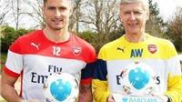 Wenger không xứng đáng, giải thưởng HLV xuất sắc nhất tháng phải thuộc về Van Gaal