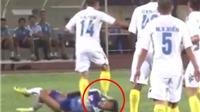 Hậu vệ Hà Nội T&T bị treo giò 2 trận vì giẫm lên mặt cầu thủ HAGL