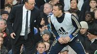 Mừng vô địch, John Terry không quên chỉ trích Rafael Benitez