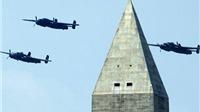 Tương phản ngày kỷ niệm Chiến thắng Phát xít: Nga phô trương siêu vũ khí mới, Mỹ trở lại với máy bay 'bà già'