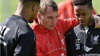 Xử trí Sterling: Liverpool nên học Man United