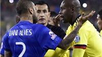 Dani Alves: 'Tất cả mọi người đang chống lại Brazil'. Neymar: 'Tôi phỉ nhổ vào trọng tài'
