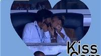 Andrea Pirlo hôn vợ say đắm khi xem bóng đá ở Mỹ