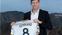 Steven Gerrard chụp ảnh cùng tượng vàng Oscar trong ngày ra mắt LA Galaxy