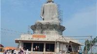 Nhiều người thoát chết khi tượng Phật cao trên 30 mét đổ sập