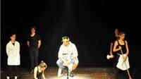 Thư châu Âu: Buổi diễn kịch của lớp cô Uguccioni