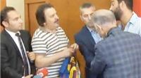 Vì sao Arda Turan từ chối kí lên áo đấu của Lionel Messi?