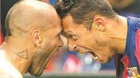 Alves và Adriano cùng ở lại Barca: Đúng là người Brazil có khác!
