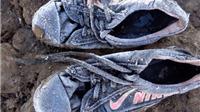 Chấn động trước bức ảnh 'đôi giày sương giá' của cô bé tị nạn Syria