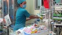Sức khỏe bé sơ sinh bị đâm xuyên sọ phục hồi tốt, vượt tiên lượng của bác sĩ