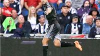 Pedro hay hạng nhất, nhưng hàng thủ Chelsea chơi như hạng bét