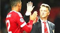 Man United: Khi Van Gaal giống… David Moyes