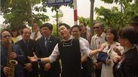 Ca sĩ Trịnh Vĩnh Trinh nghẹn ngào giây phút gắn biển tên phố Trịnh Công Sơn
