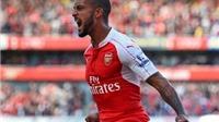 Arsenal 2-0 Stoke City: Walcott và Giroud ghi bàn, Arsenal thắng trận đầu trên sân nhà