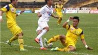 VIDEO: Bị Ngọc Hải phạm lỗi, cầu thủ SHB Đà Nẵng đứt dây chằng