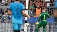 Pique: 'Ter Stegen không có lỗi trong bàn thắng của Florenzi'