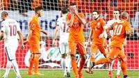 Khi Hà Lan nhồi thật nhiều bóng bổng cho Huntelaar...