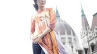 Hoa hậu Thu Thủy mang áo dài Việt tới châu Âu