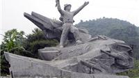 Di tích lịch sử quốc gia Tượng đài Anh hùng Cù Chính Lan bị xâm hại