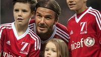 CHÙM ẢNH: Cha con Beckham cùng nhau đánh bại đội Các ngôi sao thế giới