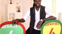 Adebayor không ra sân từ tháng 3 tới nay vẫn nhận 175.000 bảng/tuần
