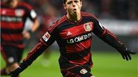 Chicharito lại tỏa sáng, lập hat-trick cho Leverkusen, Van Gaal có tiếc?