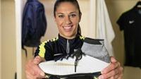 Chạy đua với adidas của Messi, Nike 'thửa' giày riêng cho Nữ cầu thủ xuất sắc nhất năm