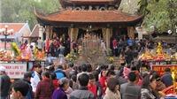 VIDEO: Du khách tấp nập đổ về Đền Bà chúa kho xin lộc đầu năm