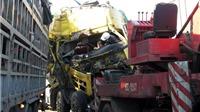 Xe tải tông xe chở lợn dừng bên đường, 2 người bị thương nặng