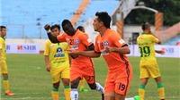 5 điểm nhấn vòng 2 V-League 2016: Trọng tài bị phản ứng...