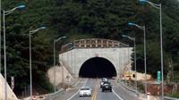 Xử lý nghiêm xe khách đi ngược chiều trên cao tốc Nội Bài - Lào Cai