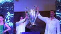 Gullit và Puyol hào hứng cùng Cup UEFA Champions League tại TP.HCM