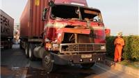 Xe chở container đứt rơ-mooc gây tai nạn chết người