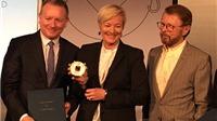 Cựu thành viên ABBA trao huy chương cho Cuộc thi ca khúc châu Âu Eurovision