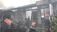Cháy lớn tại gara, nhiều ô tô bị cháy xém