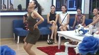 Thí sinh 'Hoa khôi Áo dài' tròn mắt trước màn nhảy sexy của Việt An