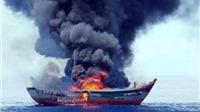 Palau vừa đốt 1 tàu cá Việt Nam đánh bắt thủy sản trái phép