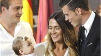 Gareth Bale khổ vì... bố vợ
