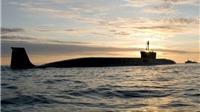 Tàu ngầm Nga bị 'kèm chặt' bởi tàu Hải quân Anh