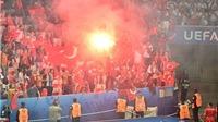 Thổ Nhĩ Kỳ cũng có thể bị phạt vì CĐV ném pháo sáng trong trận gặp Tây Ban Nha