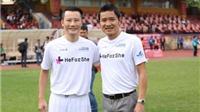 Ca sĩ Hoàng Bách: Yêu bóng đá từ trên lưng anh trai