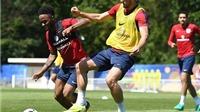 TIẾT LỘ: Guardiola gọi điện úy lạo tinh thần Sterling