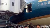 Boeing 787 Dreamliner của Vietnam Airlines bị vỡ cửa sau va chạm hi hữu