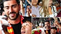 Fan Trung Quốc vây kín Pelle và cô bạn gái ĐẸP NHƯ MỘNG ở sân bay