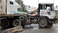 KINH HOÀNG: Xe container lao vào dòng xe dừng đèn đỏ