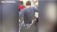 VIDEO: Fan cuồng liều lĩnh nhảy từ trên cao xuống để chặn đầu Messi